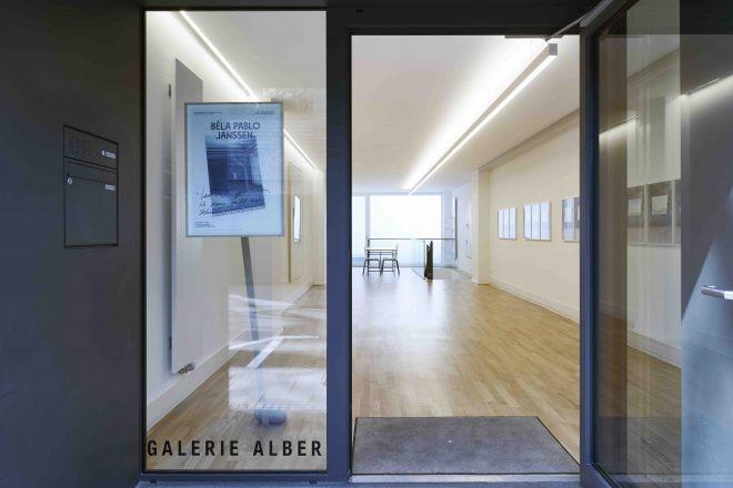 Blick in die GALERIE ALBER, Ausstellung Béla Pablo Janssen, Foto: Mareike Tocha / Courtesy GALERIE ALBER